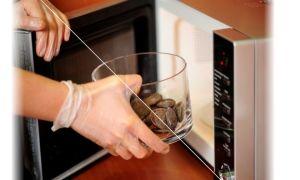 Можно ли растопить шоколад в микроволновке?